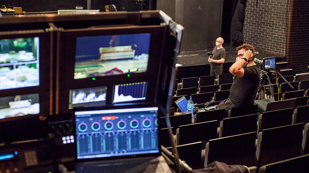 PSNC as the technological partner of the performance at Teatr Nowy